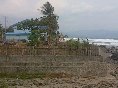 Bangunan Villa di Desa Kr. Papak tanpa izin ini diprotes oleh warga