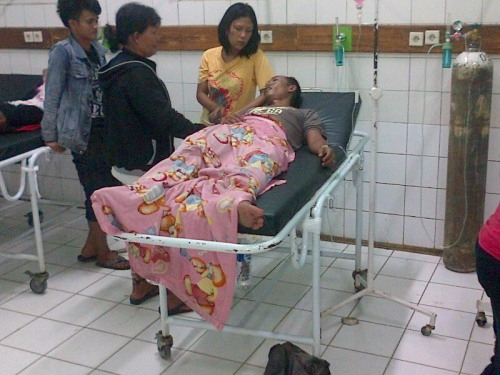 korban meninggal dunia sementara tiga lainnya dalam keadaan kritis setelah pesta minuman keras (miras) oplosan.