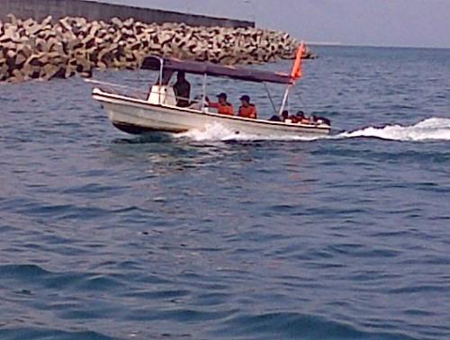 Tim SAR Pantai melakukan pencarian korban laka laut di perairan Palabuhanratu