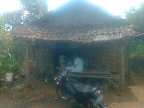 Gubuk milik Nenek Miah yang seharusnya mendapatkan dana bantuan amil zakat