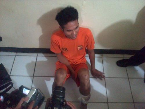 Pelaku pembunuhan bermotif asmara Agung Kurniawan (27) warga Sukamanah Kecamatan Cisaat kabupaten Sukabumi Jawa Barat
