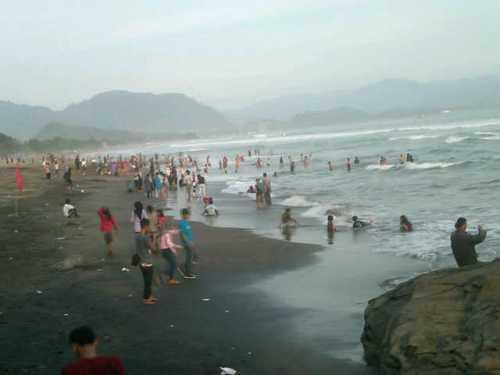 Pencarian 3isatawan yang hilang (Photo : Iyang Sudiharto)