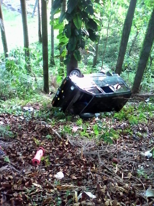 Mobil Daihatsu Hijet yang terjungkal hingga masuk kedalam jurang
