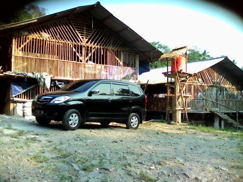 Kandang ayam peternakan ayam potong di Kp.Babakan Peundeu Ds. Cidadap Kecamatan Simpenan Kab.Sukabumi  cukup meresahkan para warga