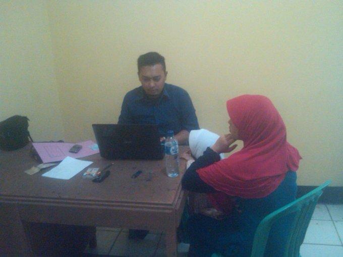 Korban sedang melaporkan suaminya ke pihak polisi