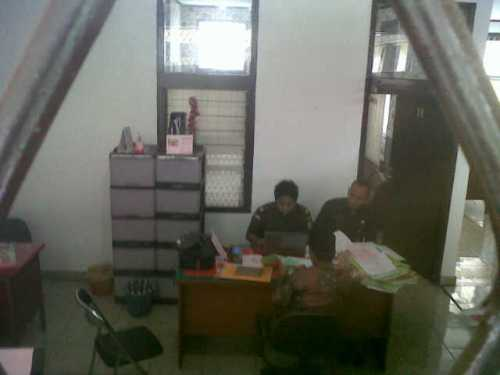 Kepala Kemenag Kabupaten Sukabumi saat i periksa Kejaksaan Negeri Cibaak (1)