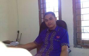 TERTANGKAP : Kepala Cabang MGM Finance Asep Setiawan yang kini meringkuk ditahanan Polres Sukabumi