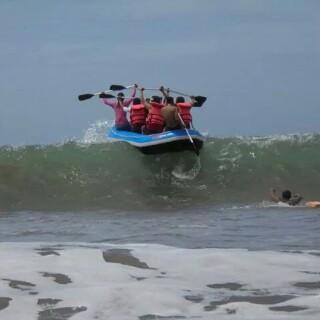 Pantai Citepus salah satu obyek wisata pantai dengan karakter ombak yang mumpuni untuk dijadikan trip arung gelombang