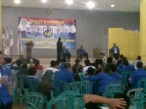 Debat yang berlangsung di aula Nanggala Batalyon Arteleri medan (Armed) 14 Cikembang kecamatan Cikembar kabupaten Sukabumi menampilkan 4 calon