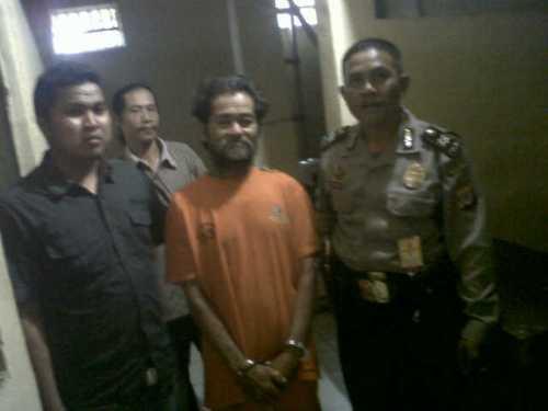 Adang bin Eman) (64) Warga Kp. Pajagan RT01/02 Desa Cihamerang Kecamatan Kabandungan Kabupaten Sukabumi, harus meringkuk di ruang tahanan,