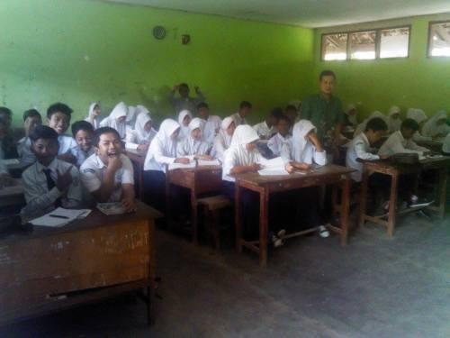 Rumbel SMP kelas jauh PGRI Palabuhanratu yang melebihi kapasitas sampai 62 siswa