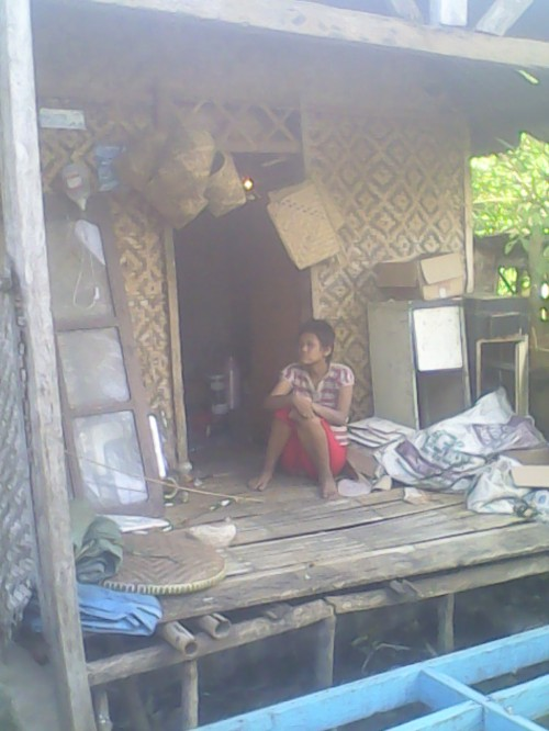 Rumah tidak layak huni yang ditempati oleh Apit dan cucunya selama hampir 10 tahun di ds. cikakak Kecamatan Cikakak Kab.Sukabumi