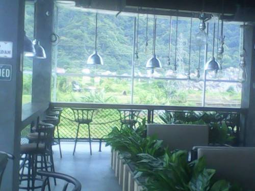 """Kadieu"" Bar & Lounge  tempat hang out dengan pemandangn eksotik di lantai tiga"