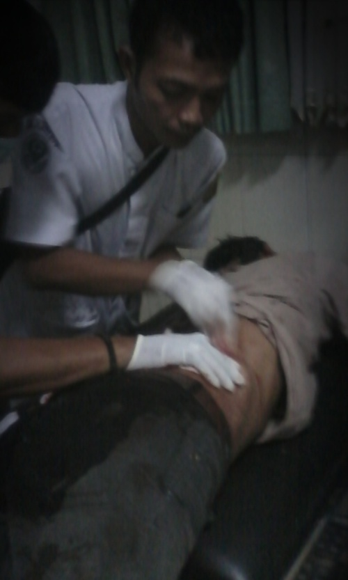 Aep korban begal  yang menderita luka tusukan ketika berada di RSUD Palabuhanratu (Photo : Palabuhanratu Online)