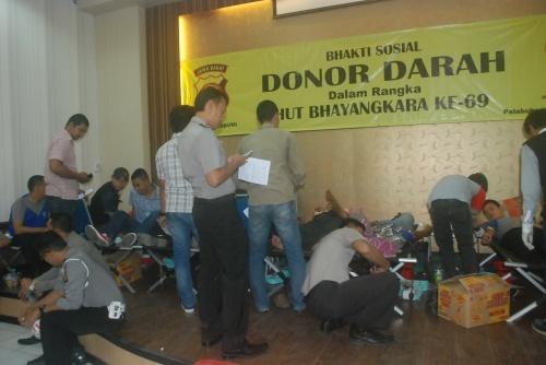 70 personil Polres Sukabumi diambil darahnya untuk disumbangkan ke Unit Transfusi Darah (UTD) PMI Kabupaten Sukabumi.