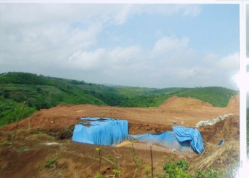 investor asal negeri China yang tengah melakukan aktifitas penambangan emas di lahan bekas perkebunan PT Cipelang, di Pasawahan blok Cigendol, Desa Kertajaya, Kecamatan Simpenan, Kabupaten Sukabumi.