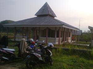 Masjid yang berada di Komplek Tamansari yang tidak terurus