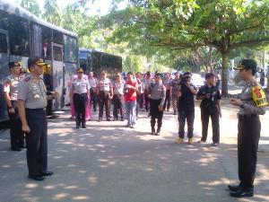 Kapolres Sukabumi AKPB. Mohamad Ridwan saat menyambut kedatangan Kapolda Jabar Kapolda Jabar  Irjen Pol Moechgiyarto