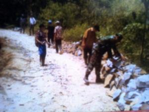Pengerjaan Talud oleh TMMD di desa Gunung Tanjung