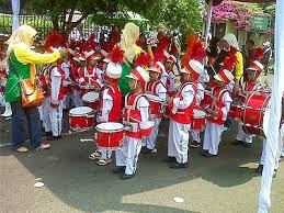 Ilustrasi Marching Band Sekolah Dasar
