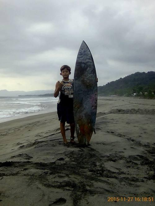 Ayldi ((9) Surfer cilik yang yang memiliki impian besar