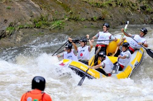 10. Tim nasional Jepang U-23 Putra dalam nomor Slalom, Kejuaraan Dunia Arung Jeram (WRC) 2015 Indonesia, di Sungai Citarik, Kabupaten Sukabumi, Jawa Barat, Rabu (2/12). Jepang akan menjadi tuanrumah WRC R6 2017. (Lassak Image)