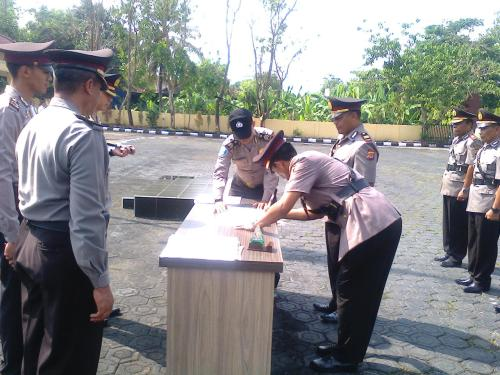 Sertijab Kapolsek dijajaran Kapolres Sukabumi (Photo : Palabuhanratu Online)