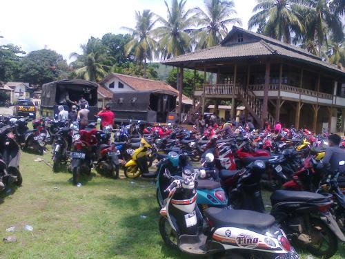 Anggota Geng motor dinaikkan ke truk untuk diamankan dan dibawa ke Makopolres Sukabumi