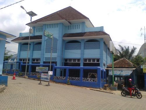 Masjid Nelayan AL-Bahri yang berada di kawasan Pelabuhan Perikanan Nasional Palabuhanratu (PPNP) Kabupaten Sukabumi (Photo : Palabuhanratu Online)