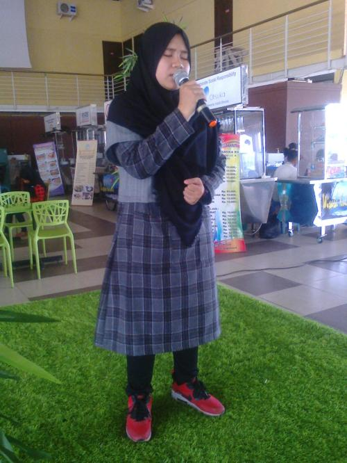 Salah satu penampilan peserta yang mengikuti festival solo vokal (Photo : Palabuhanratu Online)