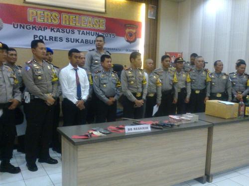 Jajaran Polres Sukabumi saatungkap kasus sepanjang 2015 (Photo : Palabuhanratu Online)