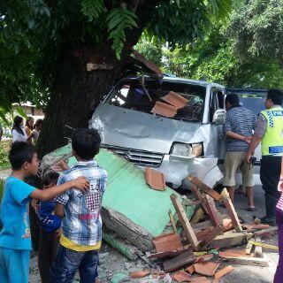 Mobil jenis toring yang bertabrakan dengan roda dua mengakibatkan Rizani Ismu (30) meninggal ditempat (Photo : Palabuhanratu Online)