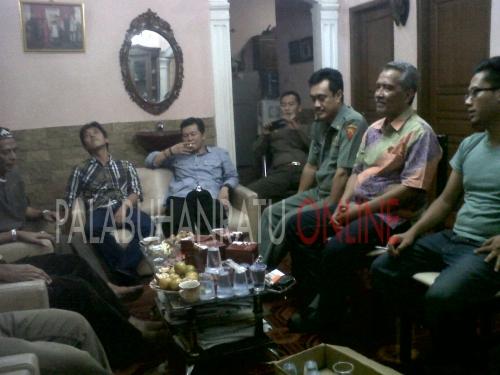 Forum masyarakat tokoh alim ulama dan tokoh pemuda siap mendukung segala bentuk pembangunan di Palabuhanratu Kabupaten Sukabumi (Photo : Palabuhanratu Online)