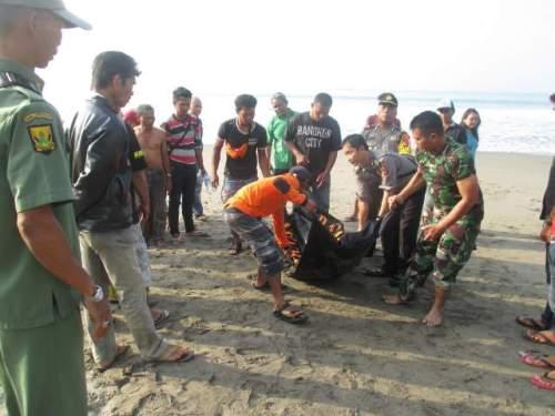 Kurnia (20) wisatawan asal Bekasi Jawa Barat yang hilang siang kemarin ketika berenang dipantai wisata Karanghawu Cisolok Sukabumi, (pHOTO : Palabuhanratu online