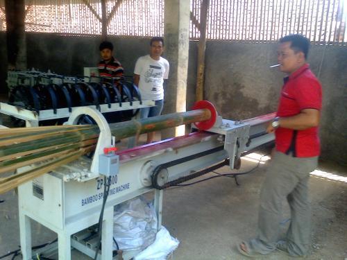 Mesin pembelah bambu (Photo : Palabuhanratu Online)
