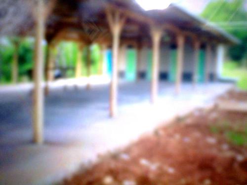 Bangunan yang dipermasalahkan  oleh warga Kp. Cikondang Ds. Karang Papak kecamatan Cisolok (Photo : Palabuhanratu Online)