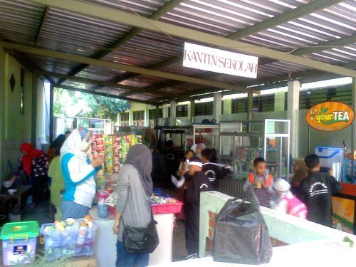 Kantin Sehat SDN 1 Palabuhanratu mengutamakan kesehatan siswa,yang dikoordinir pihak sekolah (Photo : Palabuhanratu Online)