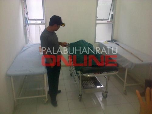 Jenazah Tifa (9) diruang pemulasaraan RSUD Palabuhanratu Foto : Palabuhanratu Online