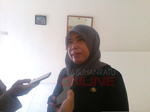 Latifah Triana Lurah Palabuhanratu  (Photo : Palabuhanratu Online)
