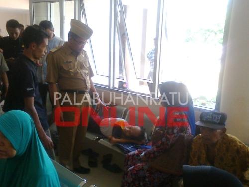 Wakil bupati Sukabumi saat sidak dan bertemu langsungdengan pasien di RSUD Palabuhanratu Foto : Palabuhanratu Online