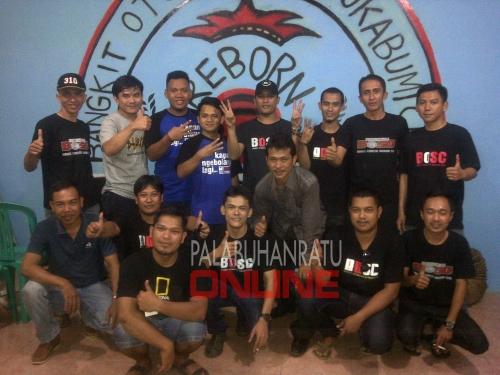 Anggota BOSC Palabuhanratu saat resmikan basecamp Foto : Palabuhanratu Online