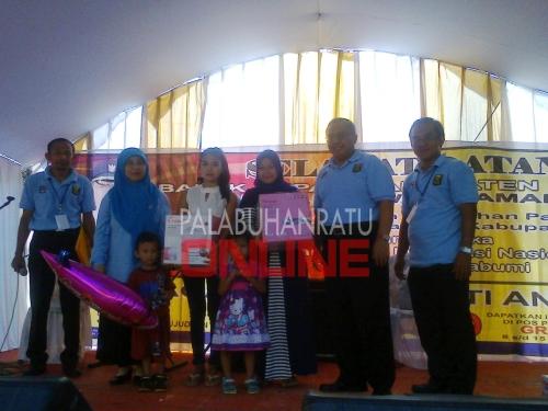 Bupati Sukabumi Marwan Hamami membuka pekan imunisasi nasional (PIN di Kp. Jamban Kel/kec. Palabuhanratu Foto : Palabuhanratu Online