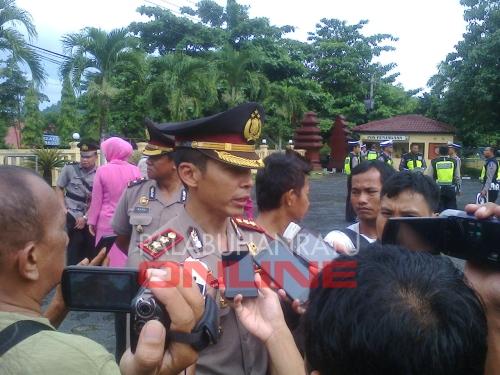 Kapolres Sukabumi AKBP M Ridwan saat diwawancarai para awak media Foto : Palabuhanratu Online