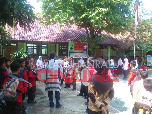 Marching band SD Negeri 1 palabuhanratu terus berlatih Foto : Palabuhanratu online