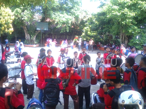 Marching Band SD Negeeri 1 Palabuhanratu Foto : palabuhanratu online