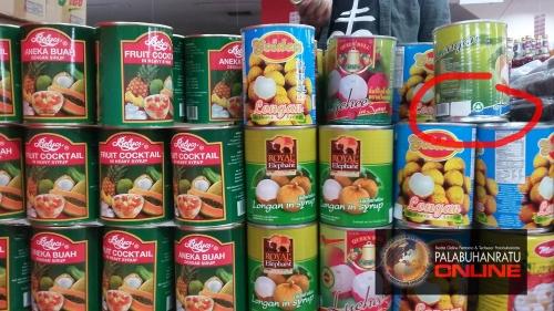 Ratusan kaleng buah import yang tidak berlabel BPOM dan halal MUI di Selamat Toserba Palabuhanratu @Palabuhanratuonline2017